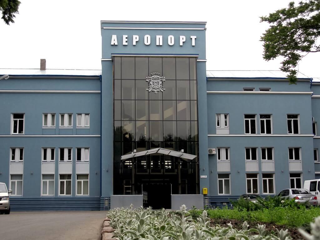 """Міжнародний аеропорт """"Чернівці"""" ім. Леоніда Каденюка"""