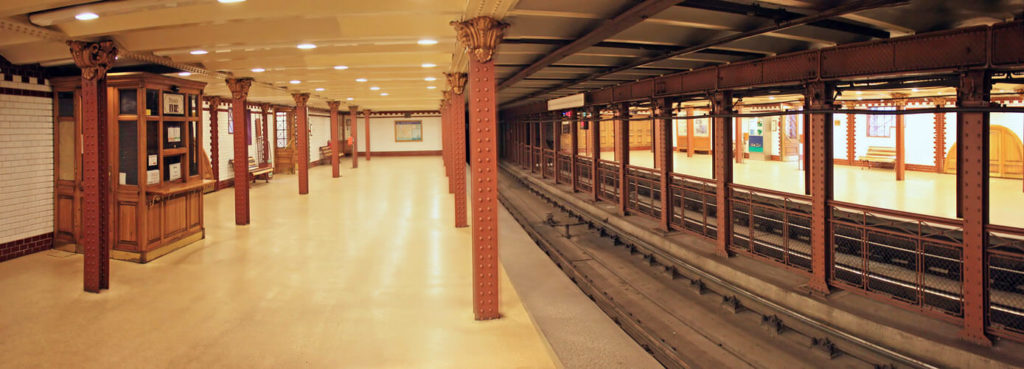 Перон метро Будапешта. Гілка М01